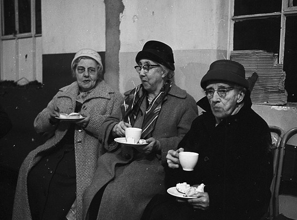 Members_of_Holyhead_Youth_Club_entertaining_the_old_people_at_a_Christmas_party_(11219661794)